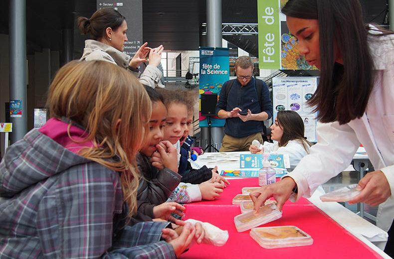 Enfants à la Fête de la Science 2019 à l'UCLY