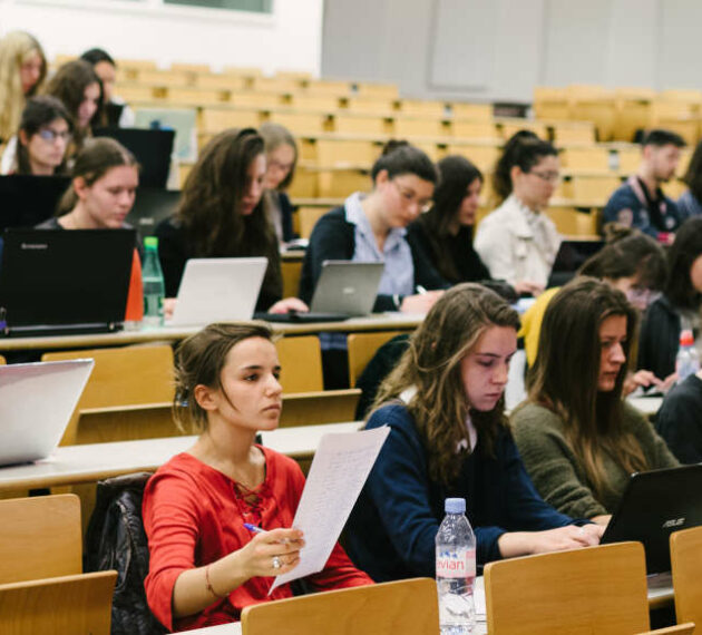 Header Amphi d'étudiants - Faculté de Droit