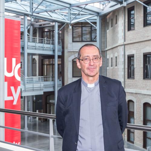Olivier Artus, recteur de l'UCLY, sur le campus Carnot