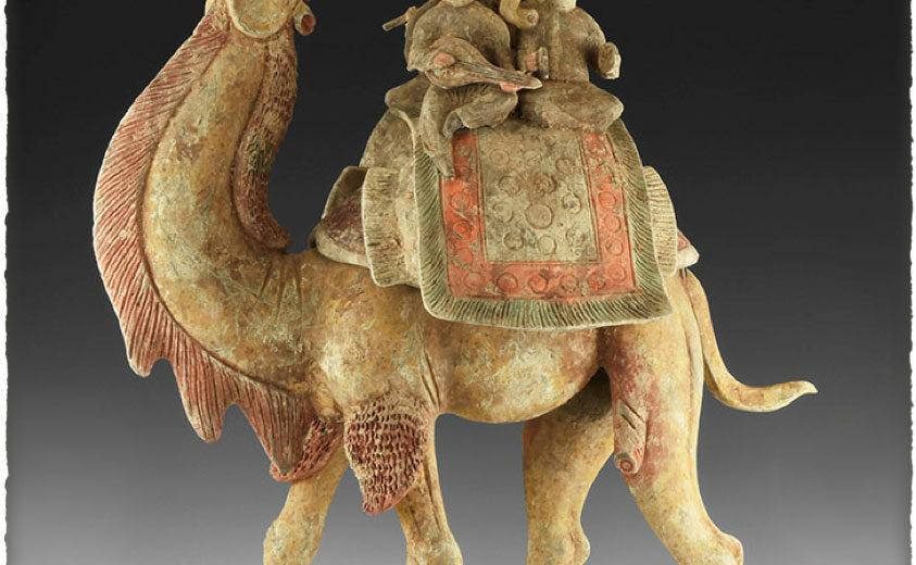 Statuette en céramique du début de l'époque Tang - caravaniers, personnages sur un dromadaire