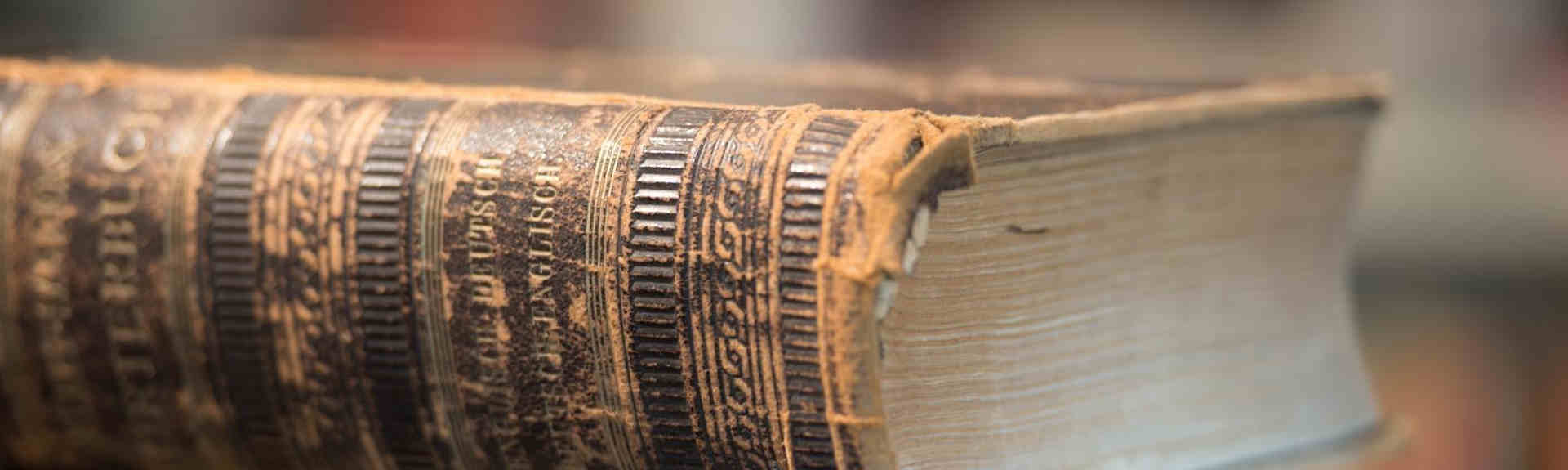 header bible sur un présentoir