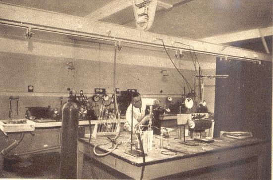 Laboratoire de recherche (mesures physico-chimiques) - Institut de chimie industrielle - Histoire UCLy