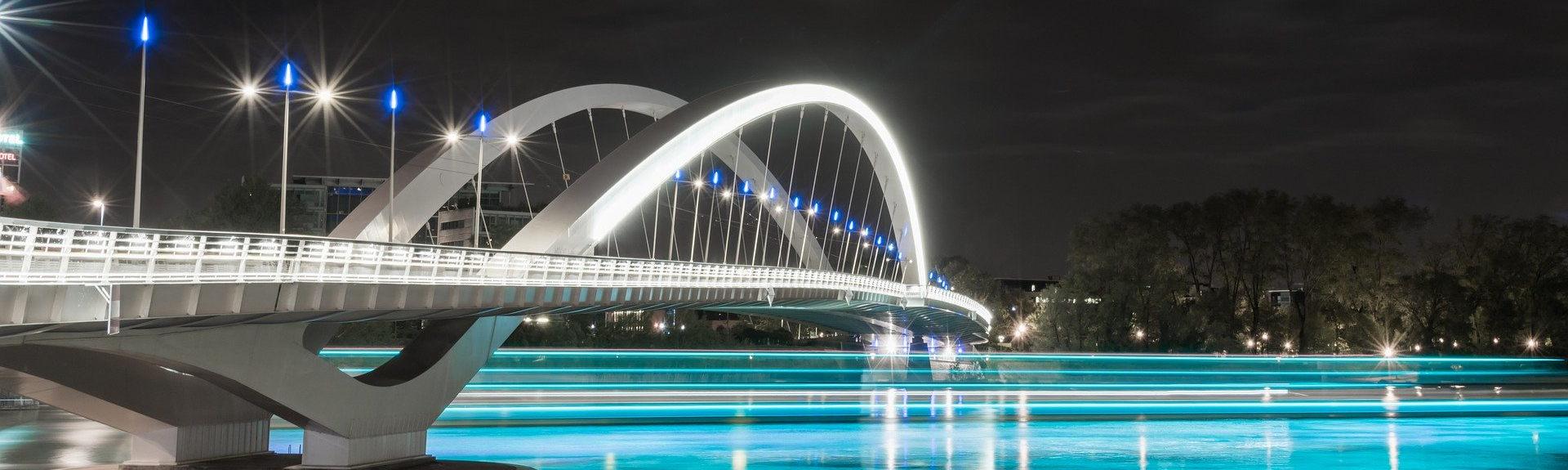 Vue du pont de Confluence Lyon de nuit - Header